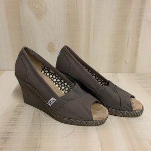 EUC Toms Wedges Sandals  Size 6